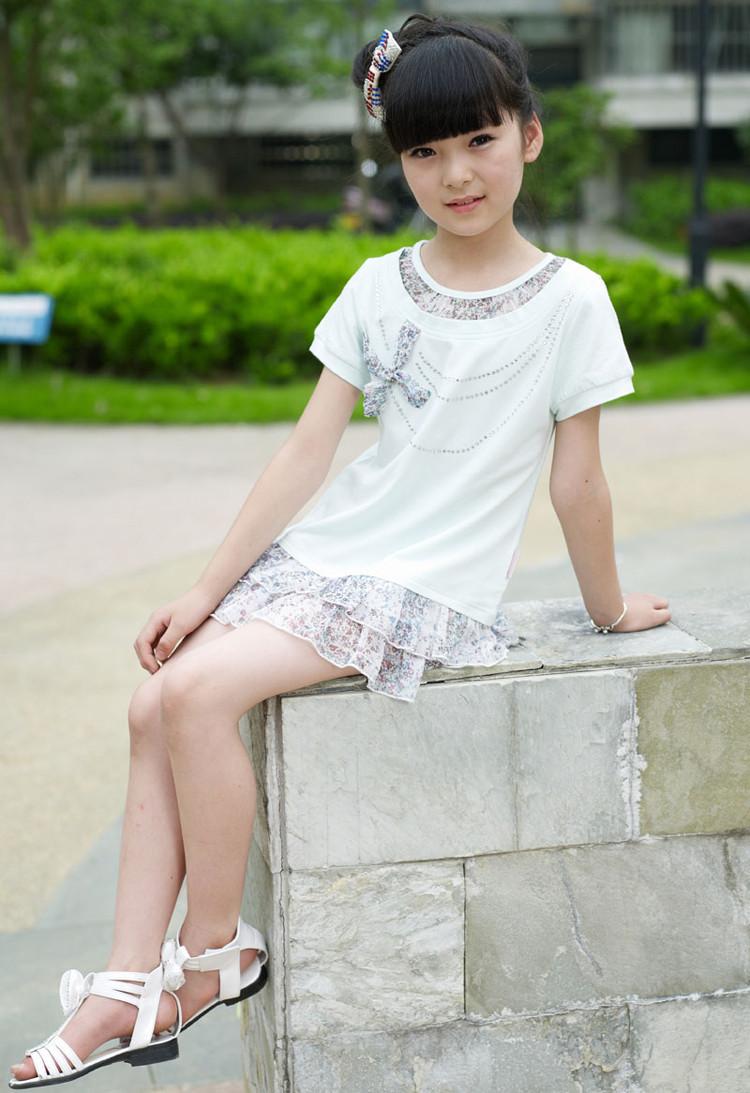 来自于 小女孩光脚凉鞋>的照片