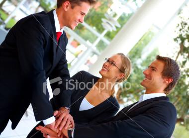象征团队精神的企业人联手|照